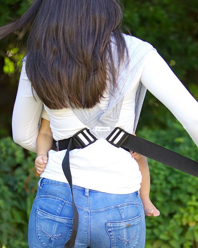 Adjust the straps easily on the SnuggleRoo Baby Carrier